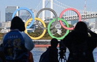 The Olympic rings re-installed at Odaiba Marine Park in Minato Ward, Tokyo, are seen in December 2020. (Mainichi/Toshiki Miyama)