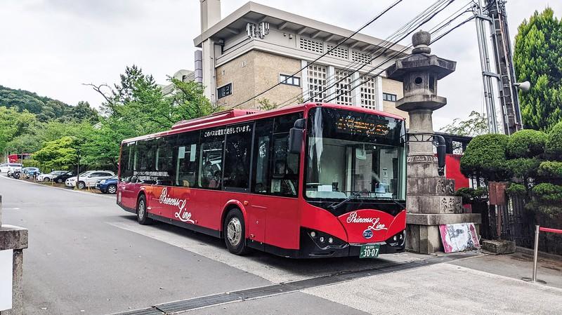 京都の町を走る中国BYDのEVバス「K9」筆者撮影