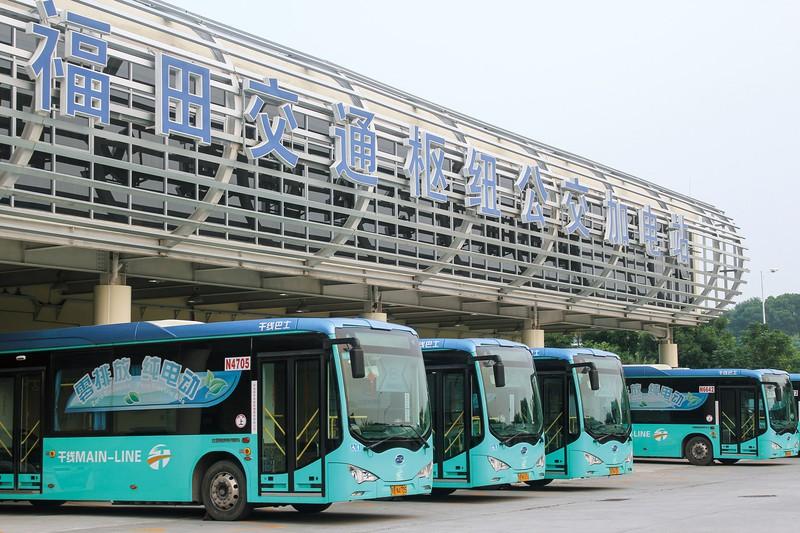 中国・深圳では公共バスの100%EV化を達成している BYD提供