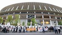People march around the Japan National Stadium in Tokyo's Shinjuku Ward to protest against the Tokyo Olympics on May 9, 2021. (Mainichi/Junichi Sasaki)