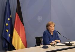 ドイツ政府が主催したオンラインの閣僚級会合で2045年までに温室効果ガス排出量実質ゼロを目指すと表明したメルケル首相=6日、AP