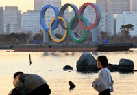 An Olympic rings monument is seen in Tokyo's Odaiba waterfront area on Jan. 18, 2021. (Mainichi/Naotsune Umemura)
