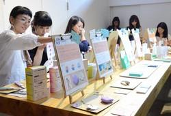 国内で初めて開かれたフェムテック展示会=東京都渋谷区で2019年9月、竹内麻子撮影