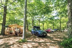 休日だけでなく、平日にキャンプを楽しむ人も増えている 筆者撮影