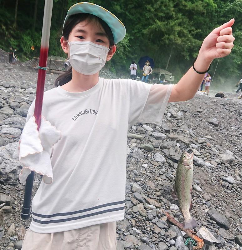 女性や子供の釣り客も増えた 筆者撮影