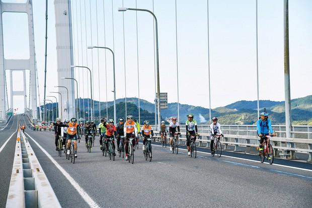 瀬戸内しまなみ海道で行われている「しまなみ海道サイクリング」 愛媛県提供