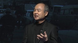 日本企業として過去最高益の決算を発表するソフトバンクグループの孫正義会長兼社長=2021年5月12日、同社のオンライン発表会から