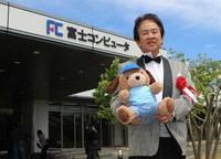 Fuji Computer Co. President Kazuaki Mori holds his company's care robot in Namie, Fukushima Prefecture, on May 10, 2021. (Mainichi/Shuji Ozaki)