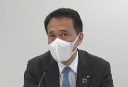 オンラインの記者会見で決算内容を説明する奥田健太郎・野村ホールディングス社長=2021年4月27日