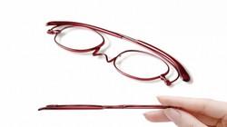 極薄・軽量の老眼鏡「ペーパーグラス」=西村プレシジョン提供