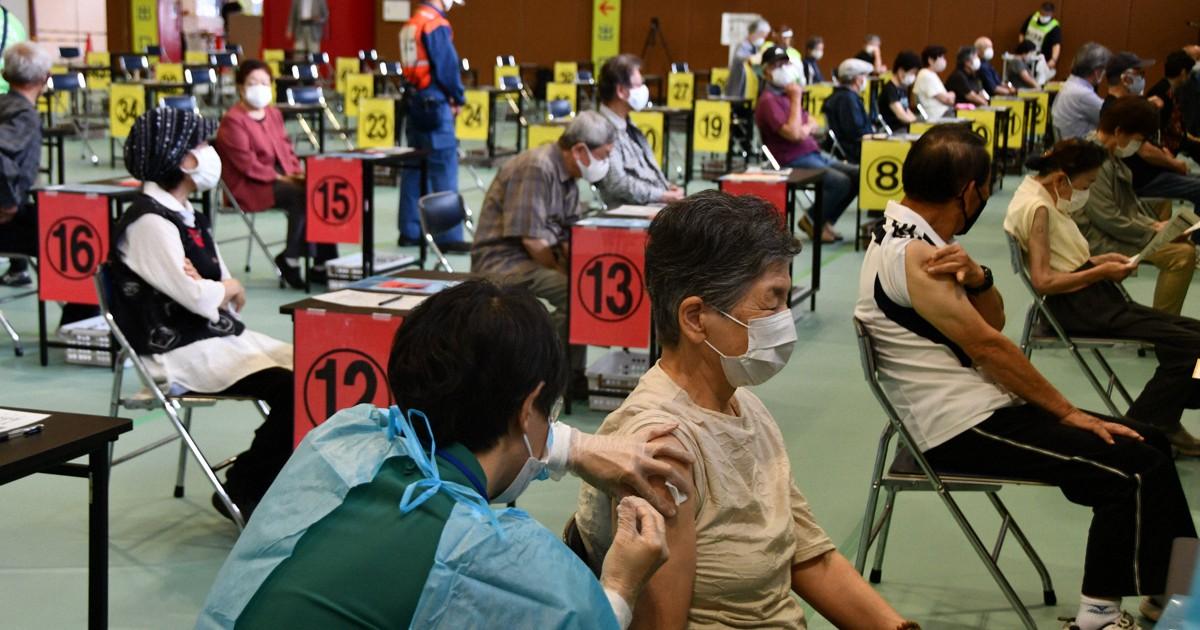 ワクチン接種「舞鶴方式」開始 高齢者は着席、医師らが巡回