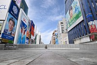 The Ebisu Bridge in the Dotonbori entertainment district in Osaka's Chuo Ward is seen almost deserted on the morning of April 25, 2021, when the third coronavirus state of emergency was declared. (Mainichi/Kazuki Yamazaki)