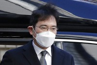 In this Dec. 30, 2020, file photo, Samsung Electronics Vice Chairman Lee Jae-yong arrives at the Seoul High Court in Seoul, South Korea.  (AP Photo/Lee Jin-man)