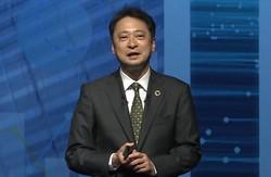 決算会見で自社株購入について説明したソフトバンクの宮川潤一社長=2021年5月11日