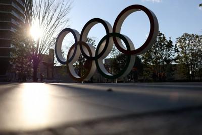 五輪マーク=東京都新宿区で2021年2月4日、小川昌宏撮影