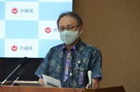 Okinawa Gov. Denny Tamaki speaks at a press conference in Naha, Okinawa Prefecture on May 14, 2021. (Mainichi/Nozomu Takeuchi)