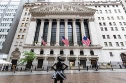 加熱する金融市場(米ニューヨーク証券取引所) (Bloomberg)