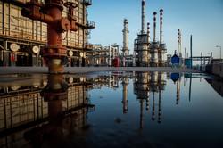 イラン産原油の供給が滞るおそれも(ペルシャ湾スター製油所) (Bloomberg)