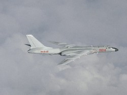 中国は台湾に圧力をかけ続ける(中国軍の爆撃機)