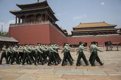 中国軍は40万人ものサイバー兵士を抱えているとみられる (Bloomberg)