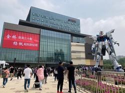 「ららぽーと上海金橋」に登場した高さ18メートルのガンダム 筆者撮影