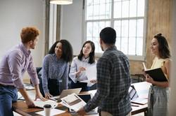 多様な背景を持つ人々が働く「多様性経営」の実現が企業の死活問題になっている