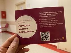 ワクチン接種前に渡されたアストラゼネカ製ワクチンの接種証明書の表面=2021年5月、島森浩一郎さん撮影