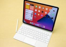 第5世代の12.9インチ版iPadプロ。マジックキーボードを装着