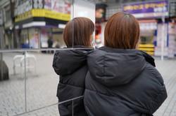 親の虐待から逃げるため、新宿・歌舞伎町で10代を過ごした女性。「このあたりでキャッチに声をかけられました」。=東京都新宿区で2021年2月26日、内藤絵美撮影