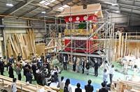 The Takayama float, being rebuilt to return to the Gion Festival next year, is unveiled to the media in Kyotamba, Kyoto Prefecture, on May 24, 2021. (Mainichi/Kazuki Yamazaki)