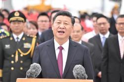 「反腐敗運動」を推進し続ける習近平・中国国家主席=香港空港で2017年4月7日、福岡静哉撮影