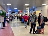 米国を出発する際のローガン空港。家族連れなどでにぎわっていた=2021年5月15日、大西睦子撮影
