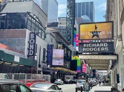 9月のショーのチケット販売も始まった(ニューヨーク・ブロードウェー) 筆者撮影