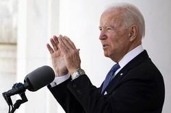戦没者追悼記念日に演説するバイデン米大統領=ワシントン近郊のアーリントン国立墓地で2021年5月31日、AP
