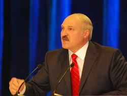 2010年の大統領選で4選された直後のルカシェンコ大統領。抗議活動を力ずくで抑え込んできたこともあり、多くの国民から反発を招いている=ベラルーシの首都ミンスクで2010年12月、大前仁撮影