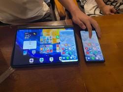 ハーモニーの新機能を使うと、スマートフォンの画面がタブレット上に表示される=北京市内で2021年6月4日午後8時9分、小倉祥徳撮影