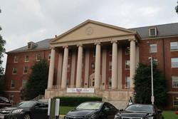 世界を代表する基礎医学の研究機関、米国立衛生研究所(NIH)=米メリーランド州で2017年8月、永山悦子撮影