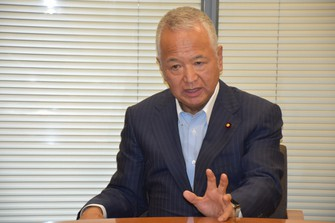 インタビューに答える甘利明衆院議員=東京都千代田区で2021年5月、町野幸撮影