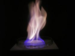 「燃える氷」の異名を取る 産業技術総合研究所提供