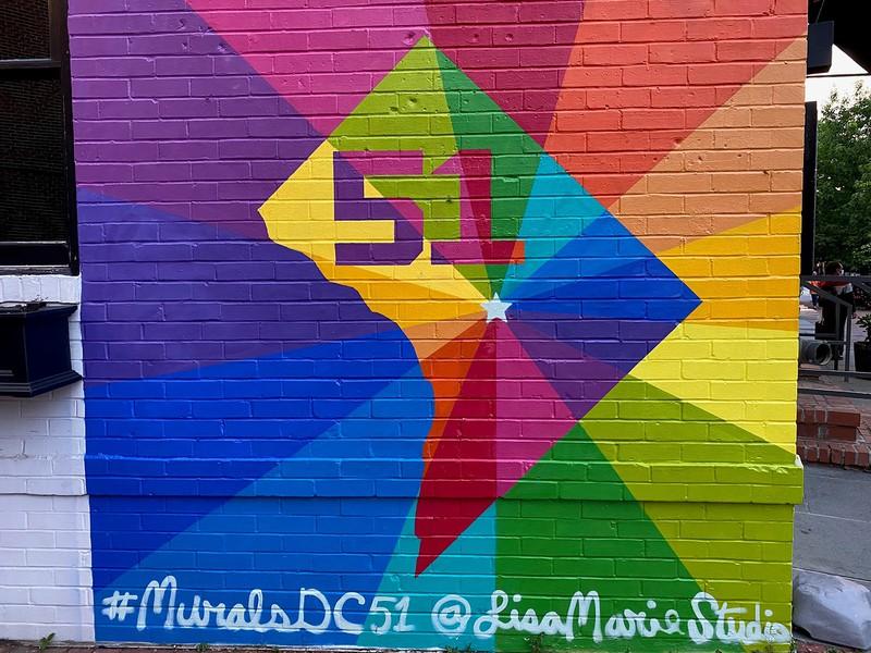 ジョージタウン地区の壁画には「ワシントンを51番目の州に」というメッセージが 筆者撮影