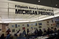 【写真1】プリズン・クリエーティブ・アート・プロジェクト(PCAP)による「ミシガン州の受刑者によるアート展」15周年記念の展示会場=ミシガン大学で2010年、筆者撮影 (c)Kaori Sakagami