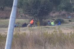 違法採掘に関与しているとみられる男たち=南アフリカ・ヨハネスブルクで2021年4月20日、平野光芳撮影