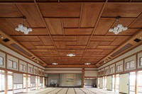 The compartment ceiling with a wood-grain pattern in the large hall is seen at the former Japanese-style restaurant Kaneyu in Noshiro, Akita Prefecture, on May 26, 2021. (Mainichi/Akihiro Ogomori)