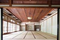 The Mangetsu room with its ceiling made with 9.1-meter-long pieces of solid wood is seen at the former Japanese-style restaurant Kaneyu in Noshiro, Akita Prefecture, on May 26, 2021. (Mainichi/Akihiro Ogomori)