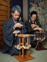 Ryuta Fukuda, left, and Takashi Fukuda are seen creating crafts using the traditional kumihimo braiding technique at Ryukobo in Tokyo's Chuo Ward on Feb. 12, 2020. (Mainichi/Kota Yoshida)