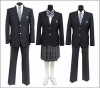 Uniforms adopted by Oguronomori Junior High School are seen. The left is for boys, the center and right are for girls, but they can be combined freely regardless of gender. (Photo courtesy of the Nagareyama Municipal Government)