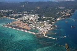 埋め立て工事が進む辺野古沖。沖縄戦で犠牲になった人々の遺骨が残る本島南部の土砂を埋め立てに使う計画が持ち上がっている。(2020年12月12日)
