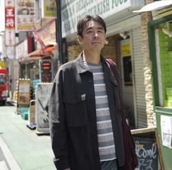 「若い頃から世話になったアジアに恩返しをしたい」と室橋裕和さん(東京・新大久保で) 撮影=蘆田剛