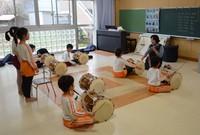 Students at Yahata Kindergarten in Kitakyushu's Yahatanishi Ward practice playing a Korean drum called a janggu at Yahata Kindergarten in Kitakyushu's Yahatanishi Ward on March 12, 2021. (Mainichi/Hiroya Miyagi)
