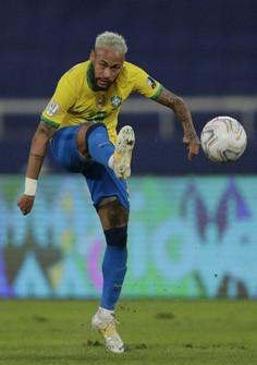 Brazil's Neymar takes a shot during a Copa America soccer match against Peru at the Nilton Santos stadium in Rio de Janeiro, Brazil, on June 17, 2021. (AP Photo/Silvia Izquierdo)